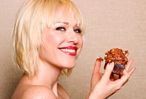 opening-woman-eating-cupcake-ss